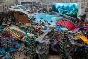 El Paradise Island Park dispone de una pantalla de algo mas de 4.000 m2 y esta ubicada bajo el atrio del New Century Global Centre en Chengdu.